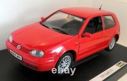 Revell 1/18 Scale Diecast 08943 Volkswagen Golf GTi Mk4 Red